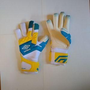 Umbro Neo Pro Glove Shotgun Cut goalie gloves